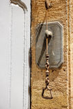 Annata manuale del campanello per porte molto vecchia Fotografia Stock