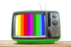 Annata verde TV sulla tavola di legno Fotografie Stock Libere da Diritti