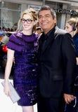 Anne Hathaway och George Lopez Arkivfoton