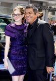 Anne Hathaway och George Lopez Royaltyfri Foto
