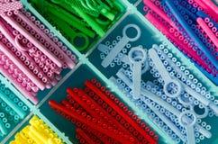 Anneau élastique coloré pour des accolades Photo libre de droits