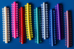 Anneau élastique coloré pour des accolades Photo stock