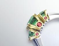 Anneau avec l'émeraude Fond noir de bijou de tissu d'or et d'argent Image stock