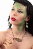 Anneau, boucle d'oreille et collier verts d'Art nouveau de fille de maquillage Photographie stock libre de droits