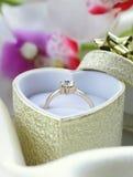 Anneau d'or avec le diamant Image libre de droits