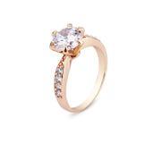 Anneau de bijoux avec le diamant d'isolement sur le blanc Image libre de droits