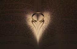 Anneau de mariage avec le coeur Photos libres de droits