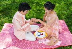 Anneau de mariage de port nuptiale thaïlandais asiatique Image libre de droits