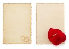Anneau de mariage et papier âgé Image libre de droits