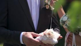 Anneaux d'échange de nouveaux mariés clips vidéos