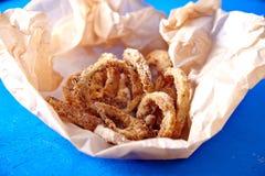 Anneaux d'oignons cuits au four Photographie stock libre de droits