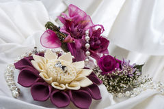 Anneaux de fleur et de mariage Image stock