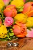Anneaux de fleur et de mariage Photos libres de droits