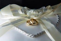 Anneaux de mariage Photos libres de droits