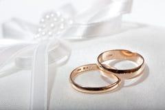 Anneaux de mariage. images stock