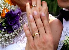 Anneaux de mariage d'or Photos stock