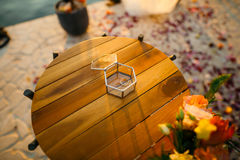 Anneaux de mariage dans une boîte en verre pour des anneaux Images libres de droits