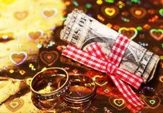 Anneaux de mariage et argent russe, amour et heureux Photo stock