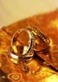 Anneaux de mariage, heureux et amour Photos libres de droits