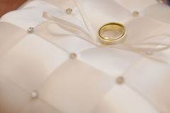 Anneaux de mariage - photo courante Image libre de droits