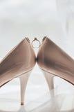 Anneaux et chaussures de mariage Image libre de droits