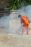Annebbiamento della zanzara di uccisione dello spruzzo del DDT Fotografie Stock Libere da Diritti