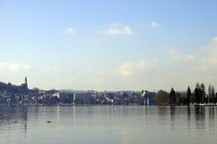 Annecy湖和城市,开胃菜,法国 免版税库存照片