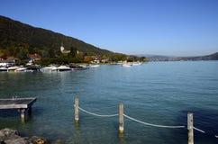 Annecy湖和Sevrier村庄,开胃菜 免版税库存照片