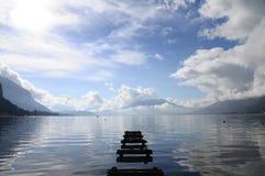 Annecy湖安静的看法 库存照片