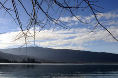 Annecy湖风景在法国 库存照片