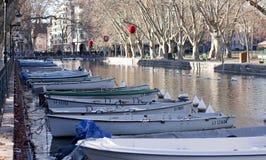 ANNECY, ΓΑΛΛΙΑ: Στις 25 Δεκεμβρίου 2011: Το κανάλι ringed από το bea Στοκ φωτογραφία με δικαίωμα ελεύθερης χρήσης
