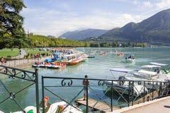 Annecy Γαλλία Λίμνη Annecy, το τρίτο - μεγαλύτερη λίμνη στη Γαλλία Στοκ Εικόνες