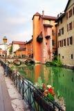 ANNECY APRIL 18, 2017 - arkitektur av Annecy, kallade Venedig av fjällängarna, Frankrike, Europa Fotografering för Bildbyråer