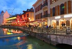 ANNECY APRIL 18, 2017 - arkitektur av Annecy, kallade Venedig av fjällängarna, Frankrike, Europa Arkivfoton