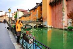 ANNECY APRIL 18, 2017 - arkitektur av Annecy, kallade Venedig av fjällängarna, Frankrike, Europa Royaltyfria Foton