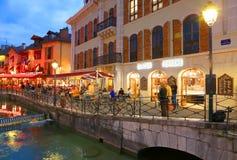 ANNECY APRIL 18, 2017 - arkitektur av Annecy, kallade Venedig av fjällängarna, Frankrike, Europa Royaltyfria Bilder