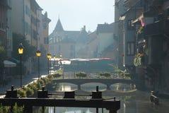 Annecy en el amanecer Imagenes de archivo