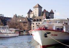 ANNECY, FRANCIA 25 de diciembre de 2011: Lago Annecy en la región francesa Imagen de archivo