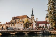 Annecy, Frankreich - 8. April 2017 Mittelalterliche alte Stadt von Annecy, Haute-Savoie Lizenzfreie Stockfotografie