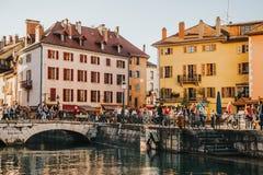 Annecy, Frankreich - 8. April 2017 Mittelalterliche alte Stadt von Annecy, Haute-Savoie Lizenzfreies Stockbild