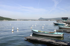 Annecy lake and city with boats Royalty Free Stock Photography