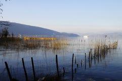 Annecy meer en bergen Stock Foto