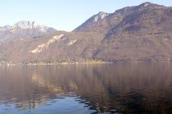 Annecy meer en bergen Royalty-vrije Stock Afbeeldingen