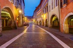Annecy nuit de ville vieille Images stock