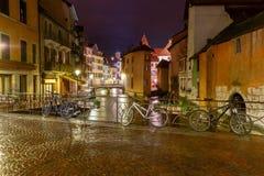 Annecy nuit de ville vieille Image libre de droits