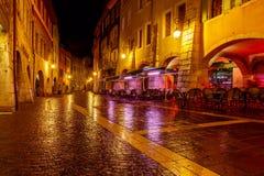 Annecy nuit de ville vieille Photo stock