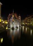 Annecy par nuit Photographie stock libre de droits