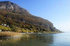 Annecy See und Berge stockfoto