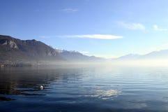 Annecy sjö i Frankrike Arkivfoton