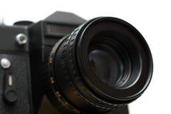 Annerisca la macchina fotografica dello slr con il primo piano dell'obiettivo Immagini Stock Libere da Diritti